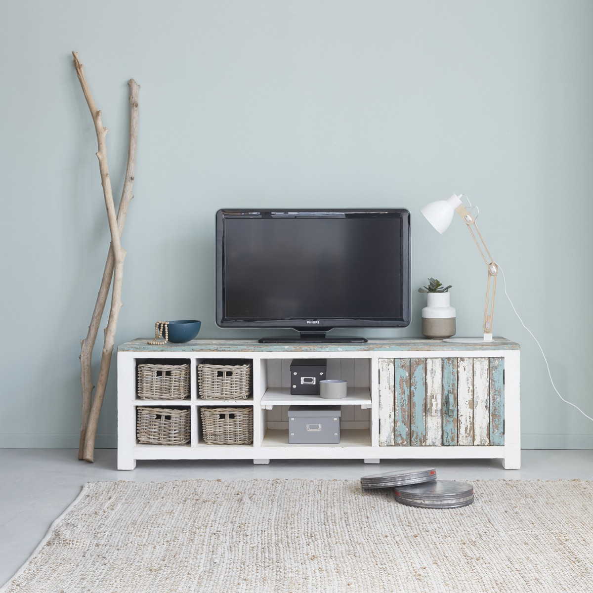 Meuble tv en bois de pin recycl 180 atlantic bois for Meubles blancs style bord de mer