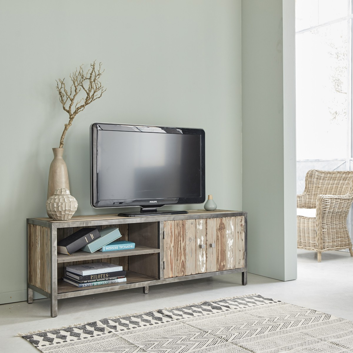 meuble tv en bois de pin recycl et m tal 150 vintage. Black Bedroom Furniture Sets. Home Design Ideas