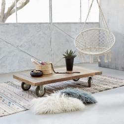 table basse en bois de teck recyclé à roulettes CARGO