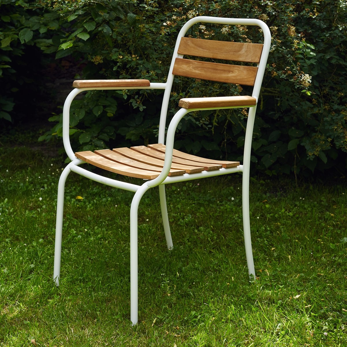 Salon de jardin en bois d 39 acacia fsc et m tal bois dessus bois dessous for Salon de jardin bois et aluminium