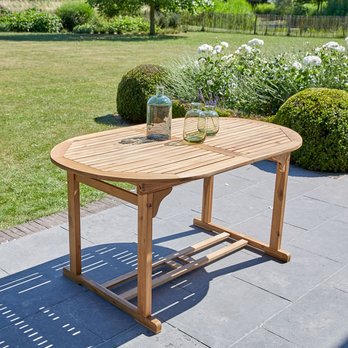 Table en bois d 39 acacia 6 8 places bois dessus bois dessous for Table 6 places