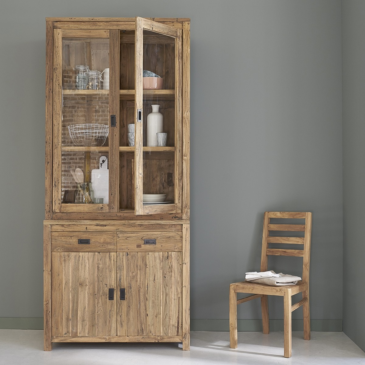 vaisselier en bois de teck recycl 100 cargo bois dessus. Black Bedroom Furniture Sets. Home Design Ideas